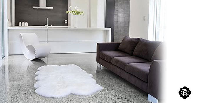 tapis assembl s en peau de vache. Black Bedroom Furniture Sets. Home Design Ideas